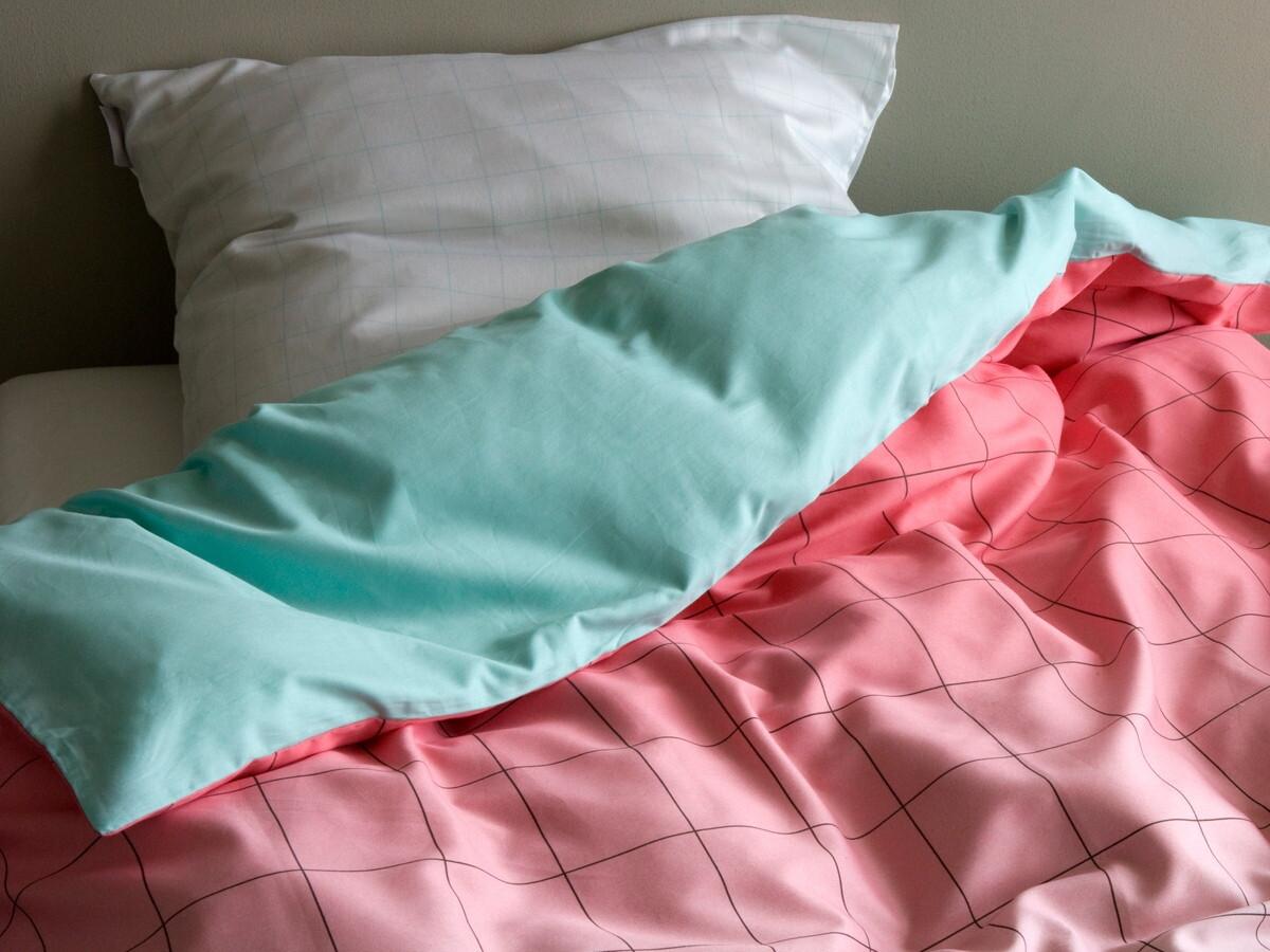 Белое постельное белье Киев в клеточку
